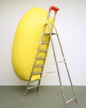 Hans Hemmert, o.T. (gelbe Skulptur passend zu Leiter), 1998