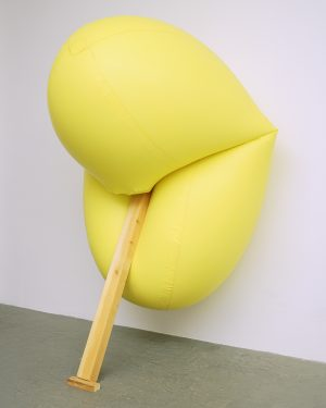 Hans Hemmert, o.T. (gelbe Skulptur passend zu Balken), 1998