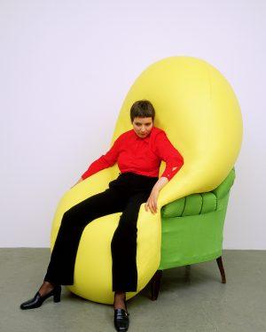 Hans Hemmert, o.T. (gelbe Skulptur passend zur sitzenden Mona), 1998